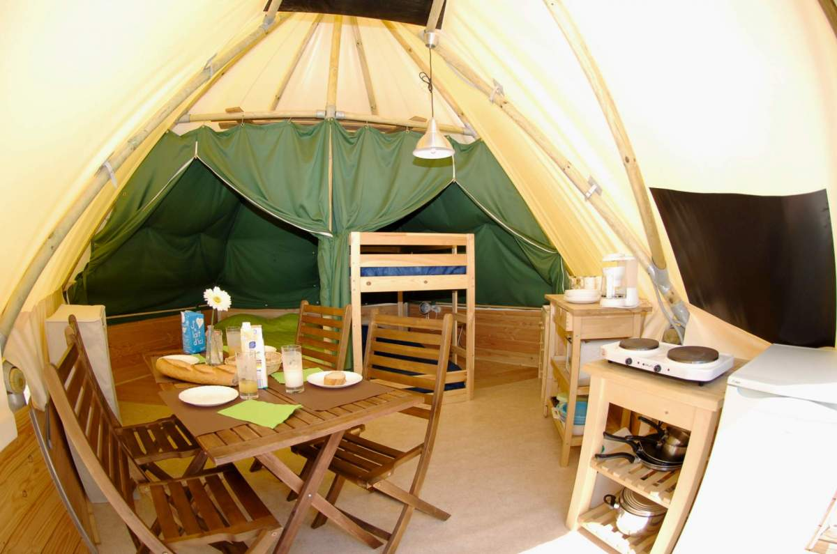 camping tent annecy lake rent a green tent for 4 people. Black Bedroom Furniture Sets. Home Design Ideas